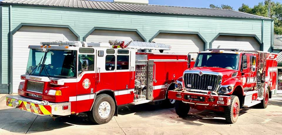 Santa Riding with Templeton Fire Department on Sunday
