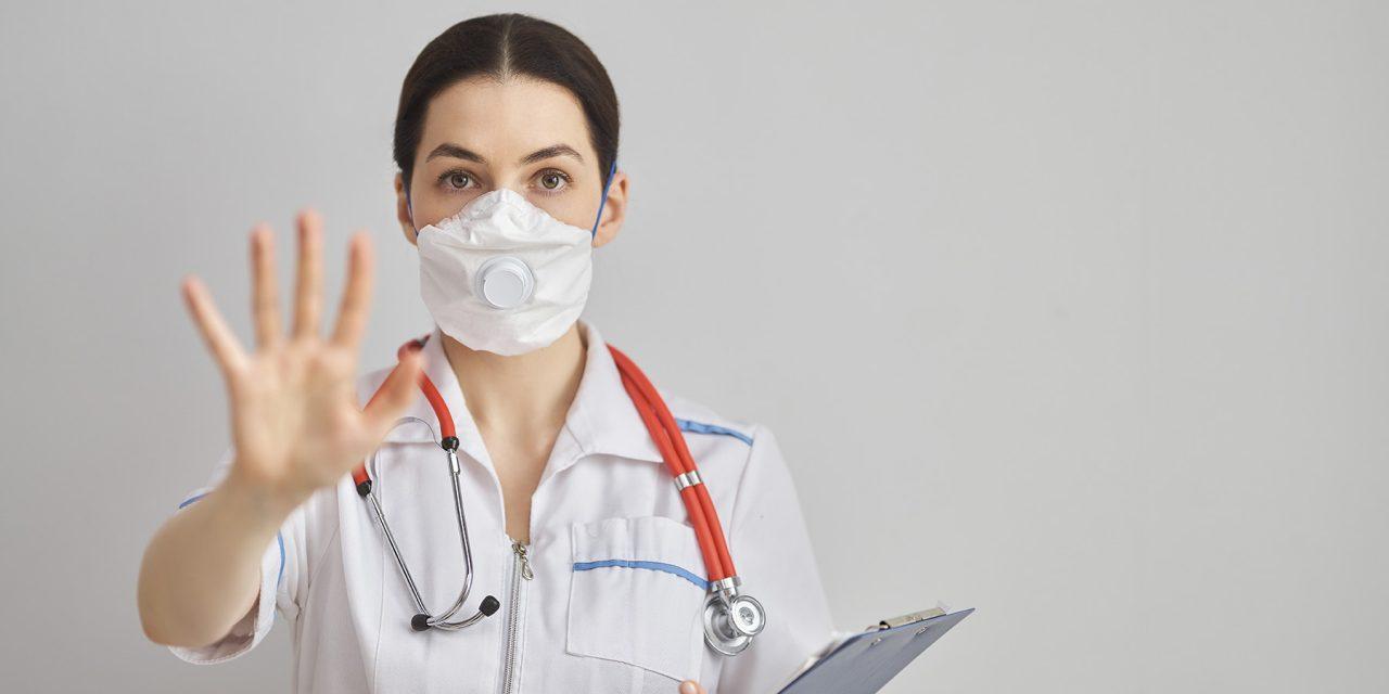 Oficiales de Salud Locales Enfocan la Guía del CDC en Cobertores de Tela para Cara